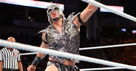 Watch Kalisto Get Stuck On The Ropes During His Entrance
